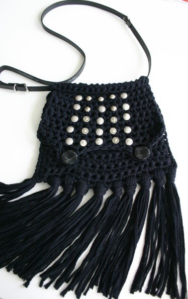 diy black crochet fringe bag