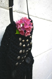 diy crochet fringe bag with flower