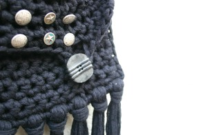 diy crochet fringe bag with buttons