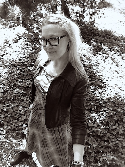 Susanna wearing diy checkered fabric dress with vintage leather jacket and Converse sneakers
