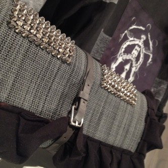 diy clutch with studs and ruffles out of IKEA placemat