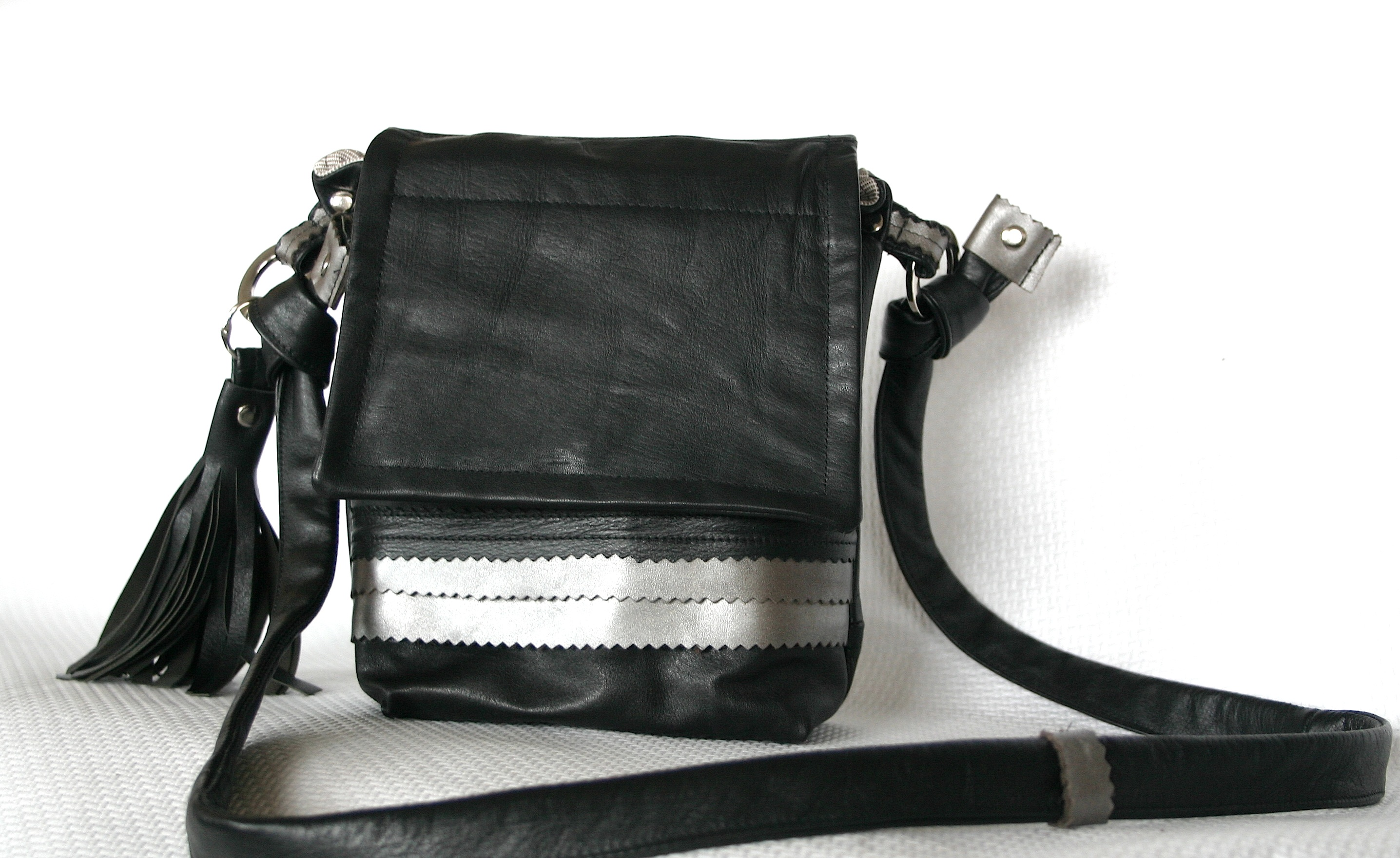 diy-black-and-silver-leather-bag-with-matching-tassel