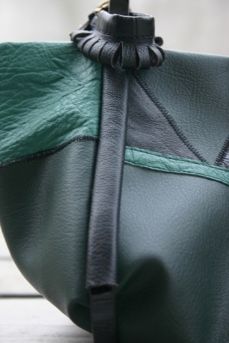 diy-green-leather-bag-handle-fastening