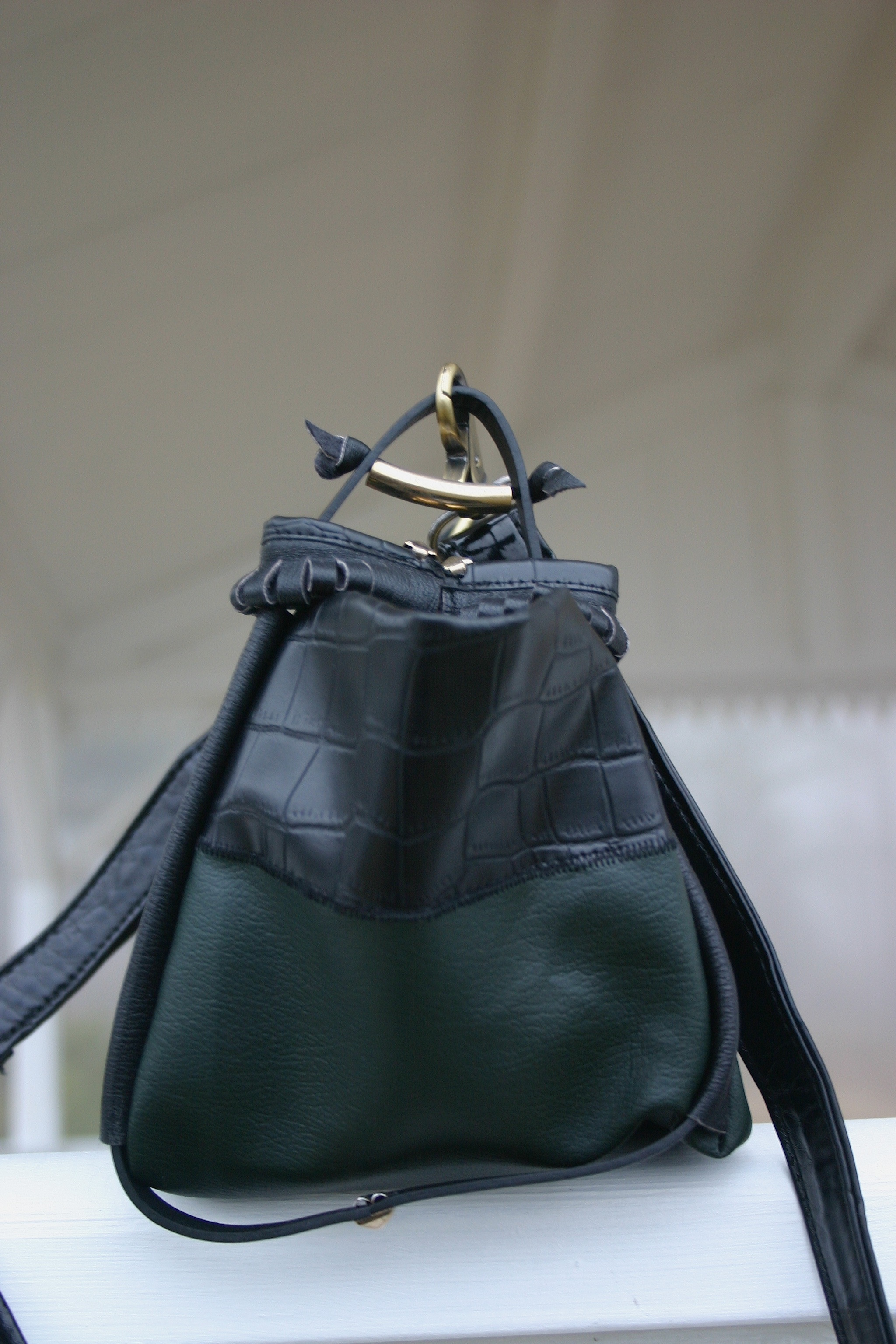 diy-greenish-leather-bag-side-view-of-handle-fastening