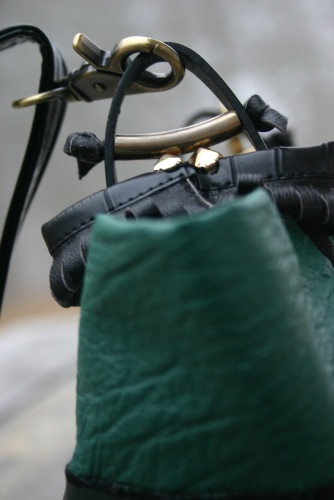 diy-greenish-leather-bag-with-artsy-handle-part